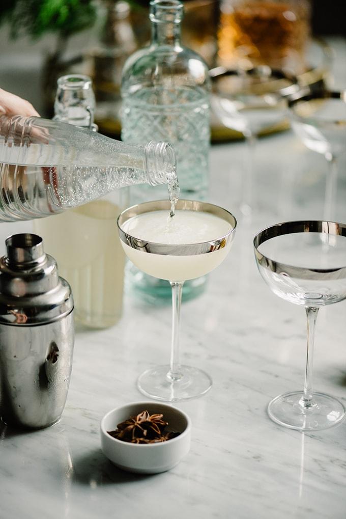 preparing-gin-fizz