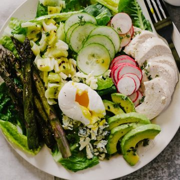 I love an easy salad recipe for weeknight dinners, especially one packed with protein and healthy fats! This spring cobb salad has a combination of grilled and raw vegetables with roasted chicken, avocado, blue cheese and a thyme red wine vinaigrette.