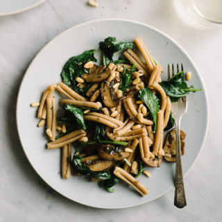 An easy, nutritious dinner in 30 minutes or less? Yes, please! This spring mushroom kale pasta is a fast and easy dinner that's packed with flavor.