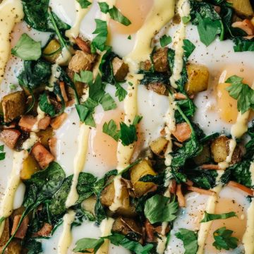You're going to win Sunday brunch with this eggs benedict casserole! It's everything you love about traditional eggs benedict, in an easy, healthy, breakfast casserole form. With spinach and yukon gold potatoes, this recipe is a low carb, gluten free eggs benedict variation the entire family will love.